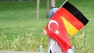 Almanya'da çifte vatandaşlığa sınır getirilmesi planı
