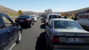 Diyarbakır-Mardin karayolu bomba ihbarı nedeniyle ulaşıma kapatıldı