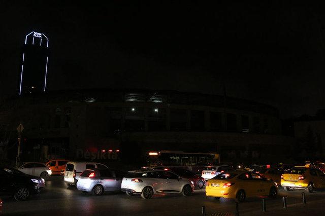 """""""Dünya Saati"""" etkinliği için ışıklar söndürüldü"""