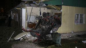 Ankara'da otomobil muhtarlık binasına uçtu