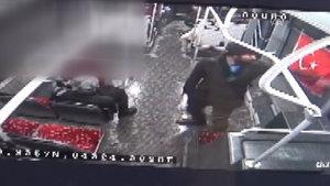 Türk bayrağına çirkin saldırının görüntüleri ortaya çıktı!