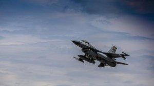 Bitlis'te savaş uçakları sığınakları imha etti