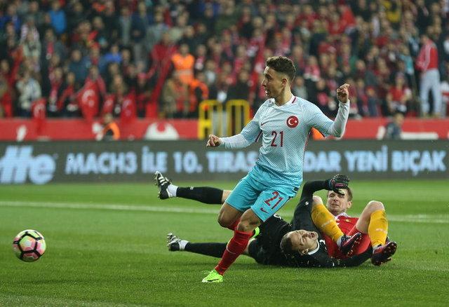 A Milli Takımımızın Moldova ile karşılaştığı mücadelede ilk golünü kaydeden Emre Mor geceye yine damga vurdu.