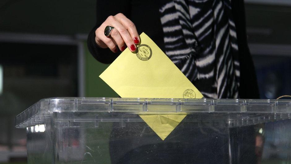 Referandum için ilk oylar atıldı!