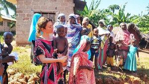 Gamze Özçelik, kendisini kimsesiz Afrikalı çocuklara adadı