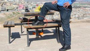 Şanlıurfa'da güvenlik görevlisi sinyal kesici ayakkabı üretti