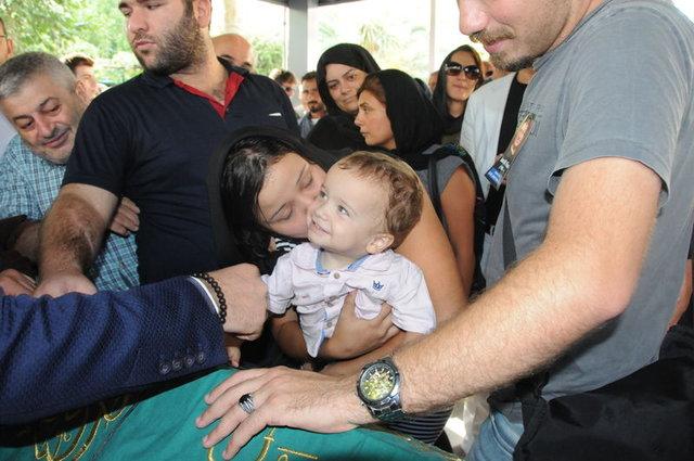 Ünlü oyuncu İsrafil Köse'nin 1,5 yaşındaki oğlu Şafak Köse'den tazminat davası