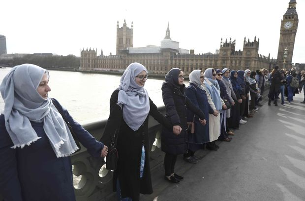 Londra saldırısının olduğu yerde! Teröre karşı el ele...
