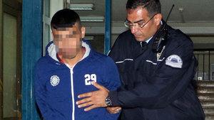 Antalya'da bir kişi cezaevine girmek için bankayı taşlayıp cam kapıyı kırdı