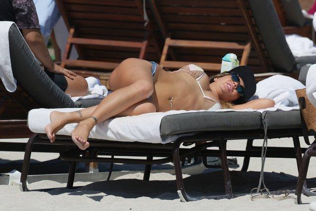 Miami sahiline Karina Jelinek ve Paz Cornu damgası