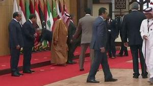 Lübnan Cumhurbaşkanı fena düştü!