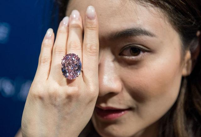 Pembe Yıldız Hong Kong'ta satıldı