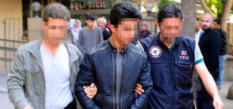 Adana'da polise tuzak kurduğu iddia edilen 2 kişi yakalandı