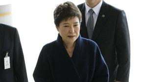 Güney Kore'de eski Devlet Başkanı Park tutuklandı