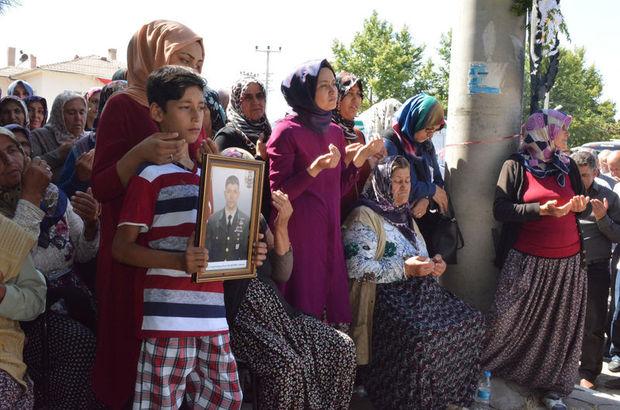 Şehit Halisdemir'in annesi toprağa verildi