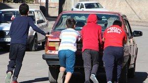 Sivas'ta ehliyeti olmayan küçük sürücü, polise yakalandı