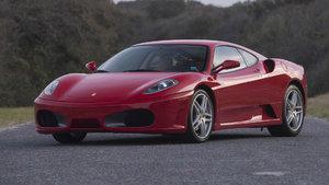 Ferrari'si podyumdan indirildi