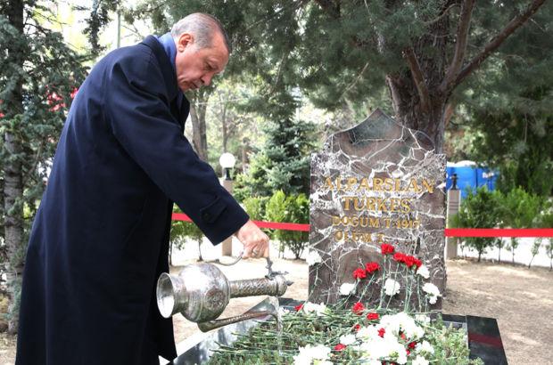 Erdoğan 'Başbuğ'un kabrinde