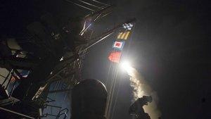 SON DAKİKA! ABD'den Suriye'ye 59 füzeyle saldırı