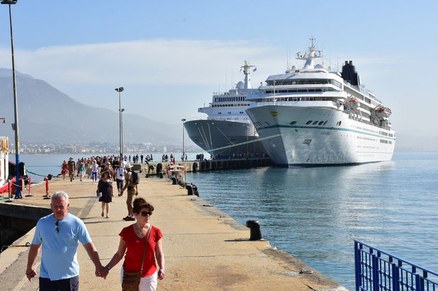 Antalya'ya iki kruvaziyer ile 1.584 turist geldi