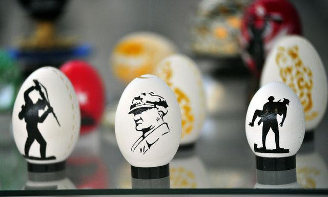 Yumurta kabuklarını işleyerek geçimini sağlıyor