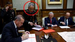 Erdoğan'a YAŞ kararlarını sunan albay Fehmi Atuk generalleri fişlemiş