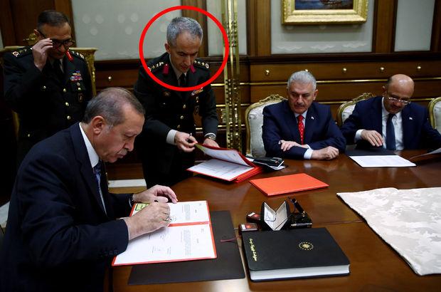 Erdoğan'a YAŞ kararlarını sunan albay hakkında şoke eden gerçek!