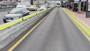 Olası bir kazada metrobüsün yoldan çıkışı bariyerlerle engellenecek