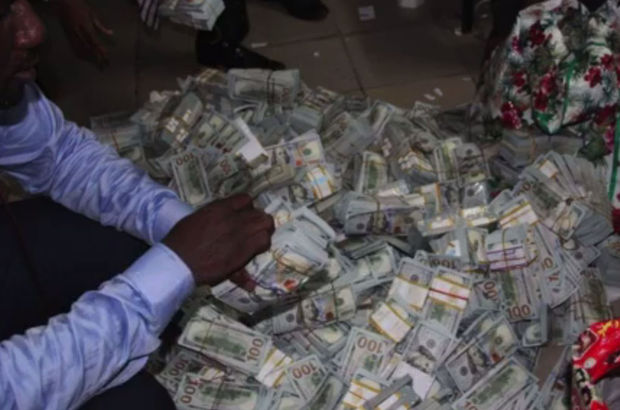 Nijerya'daki boş apartmandan 43 milyon dolar çıktı