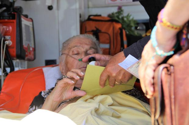 Ünlü oyuncunun kayınvalidesi oy kullanmaya ambulansla geldi