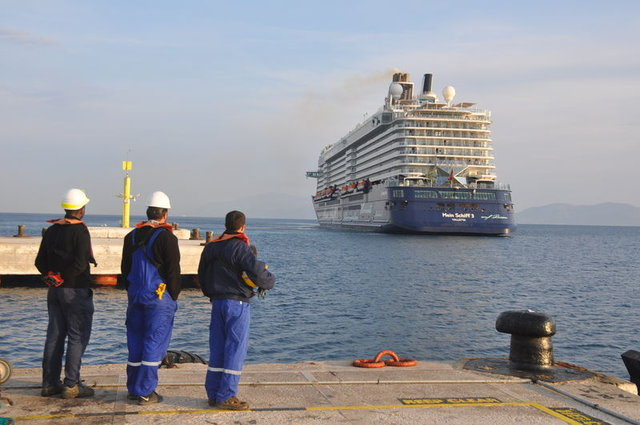 Kuşadası'nın ilk transatlantik gemisi geldi