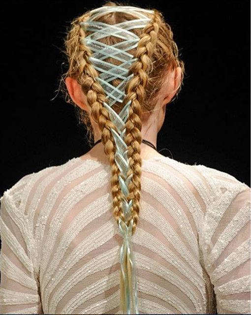 Korse örgüyle saçlarınızı renklendirin!
