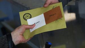 """AK Parti YSK Temsilcisi Recep Özel YSK'nın """"mühürsüz oy"""" kararını değerlendirdi"""