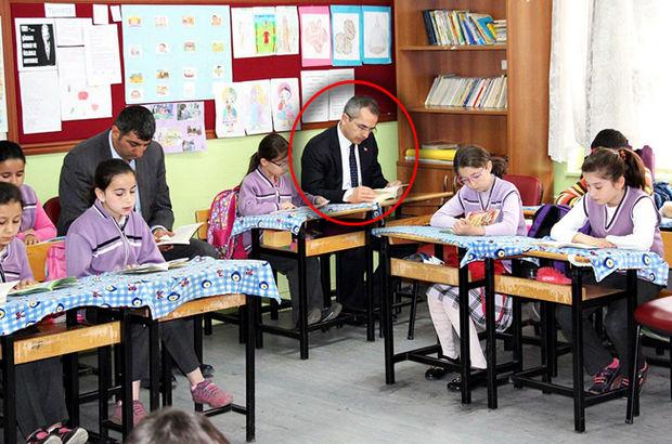 Kastamonu'nun Tosya ilçesi Kaymakamı Deniz Pişkin, her sabah bir okulda öğrenciler ile kitap okuyor