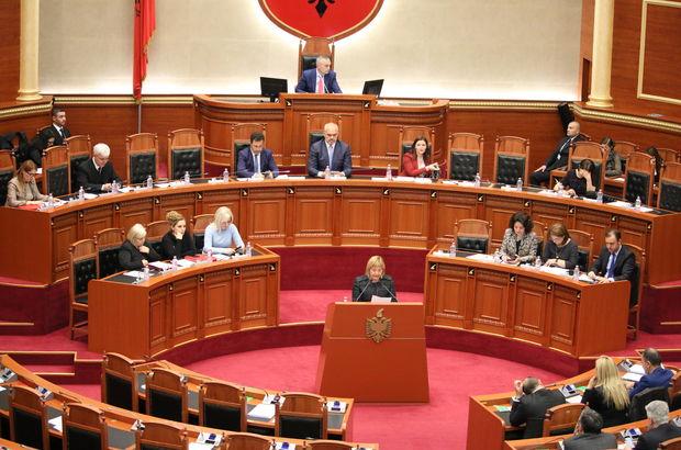 Arnavutluk'taki cumhurbaşkanlığı seçiminin ilk turu adaysız gerçekleşti