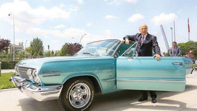 Devlet Bahçeli'nin klasik otomobil koleksiyonu, Devlet Bahçeli makam aracıyla poz verdi