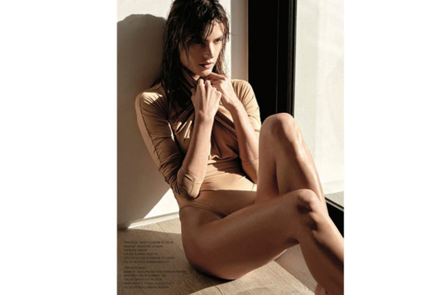 Alessandra Ambrosio'dan vücut şov