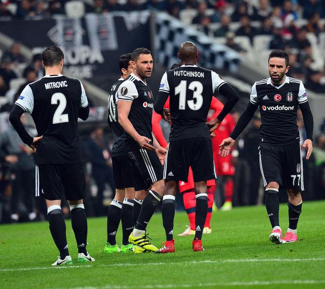 Beşiktaş'ta Gökhan Gönül penaltı kullanmak istemedi, Tosic ve Mitrovic'e ise büyük tepki vardı