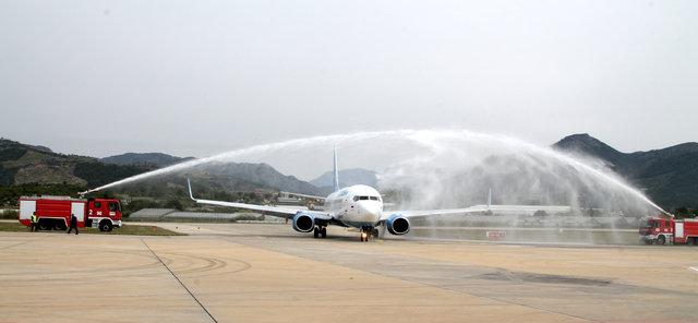 İlk tarifeli Rus uçağına Gazipaşa-Alanya Havalimanı'nda görkemli karşılama