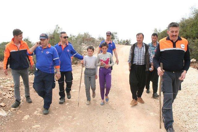 Mersin'de kaybolan iki kardeş mağarada bulundu
