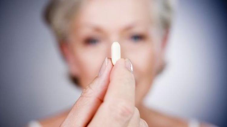 65 yaş ve üzeri kadınlarda 5'ten fazla ilaç kullanım oranı yüzde 63.2, erkeklerde ise yüzde 55.3