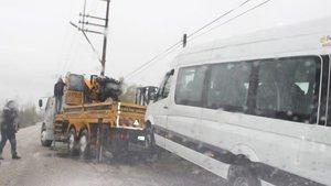 Afyonkarahisar'da midibüs devrildi