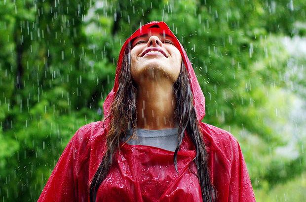 """Uzmanlar önerdi: """"Nisan yağmurunun altında durursanız..."""""""