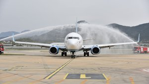 İlk tarifeli Rus uçağına görkemli karşılama