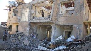 Taliban'dan askeri kampa saldırı: 50'den fazla ölü