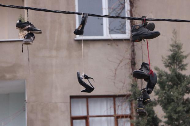 Esenyurt'ta ayakkabıları çalıp, elektrik kablolarına astılar (video)