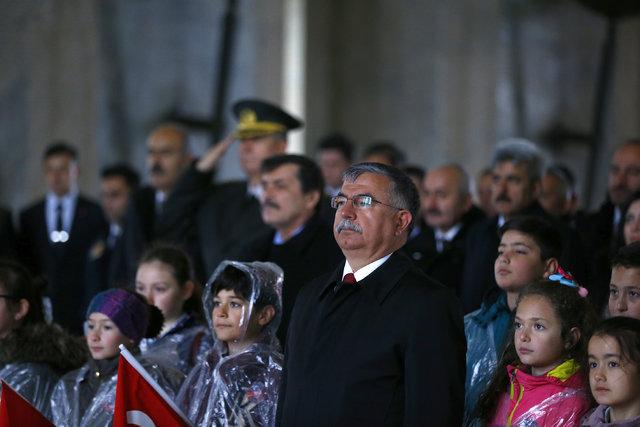 Milli Eğitim bakanı Yılmaz, çocuklarla birlikte Anıtkabir'i ziyaret etti