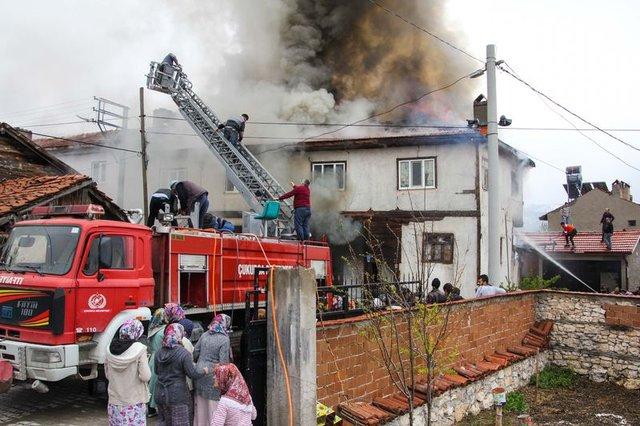 Domaniç'teki yangın halkın seferberliği ile söndürüldü