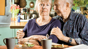 Alzheimer hastasına bakmak üniversite bitirmekten zor