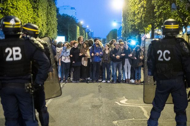 Fransa seçim sonuçları belli oldu, Fransızlar sokağa indi!